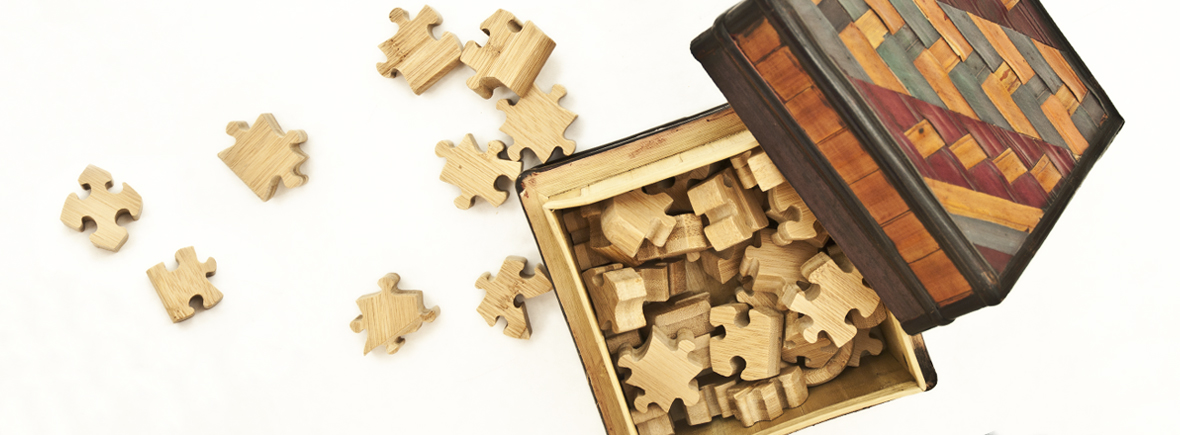 Giocare con puzzle di legno
